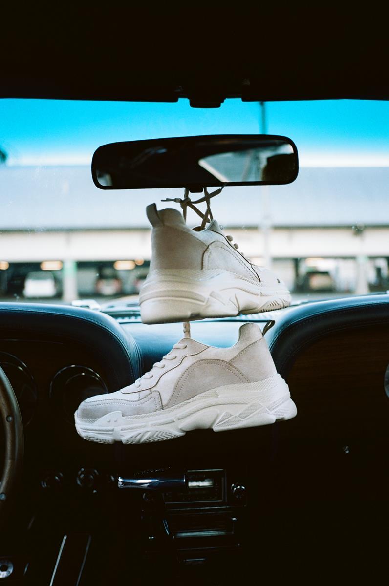 biale-sneakersy