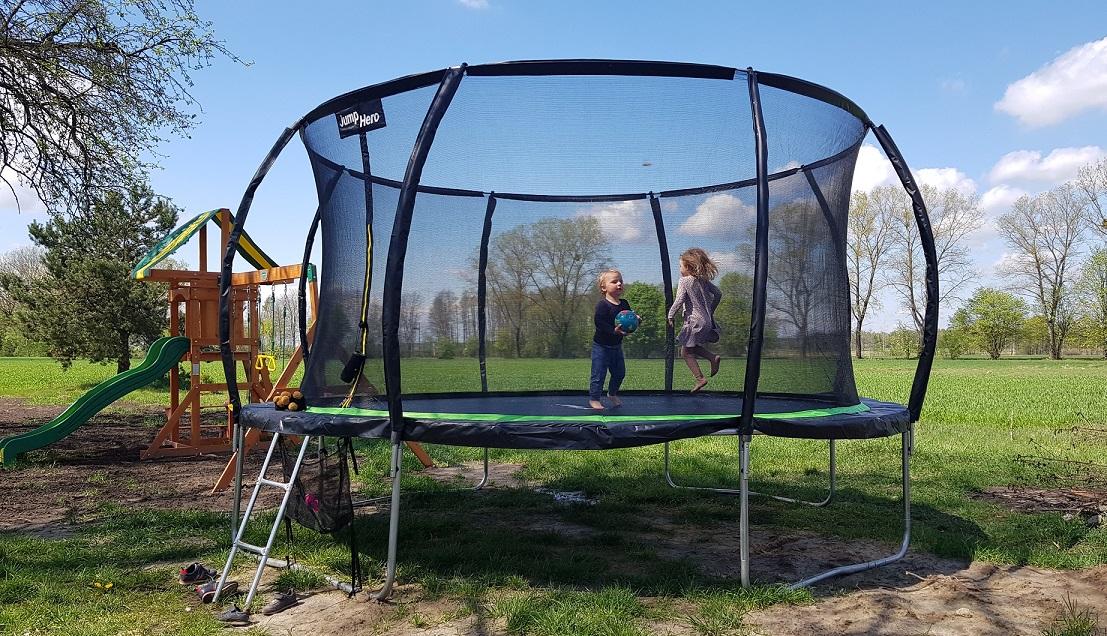 trampolina-ogrodowa-z-siatka
